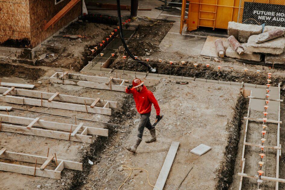 基礎工事完了前に外構の見積りを取ると、建物の高さが変わってしまう事が良くある。