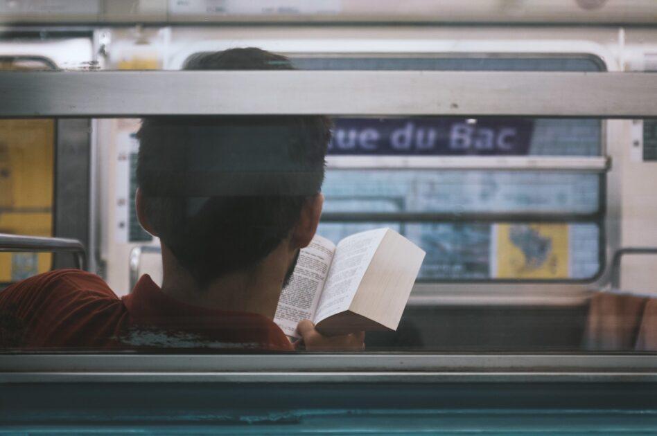 車、バス、電車などで本を読む時に、絶対に酔うことが無くなるたった1つの方法!
