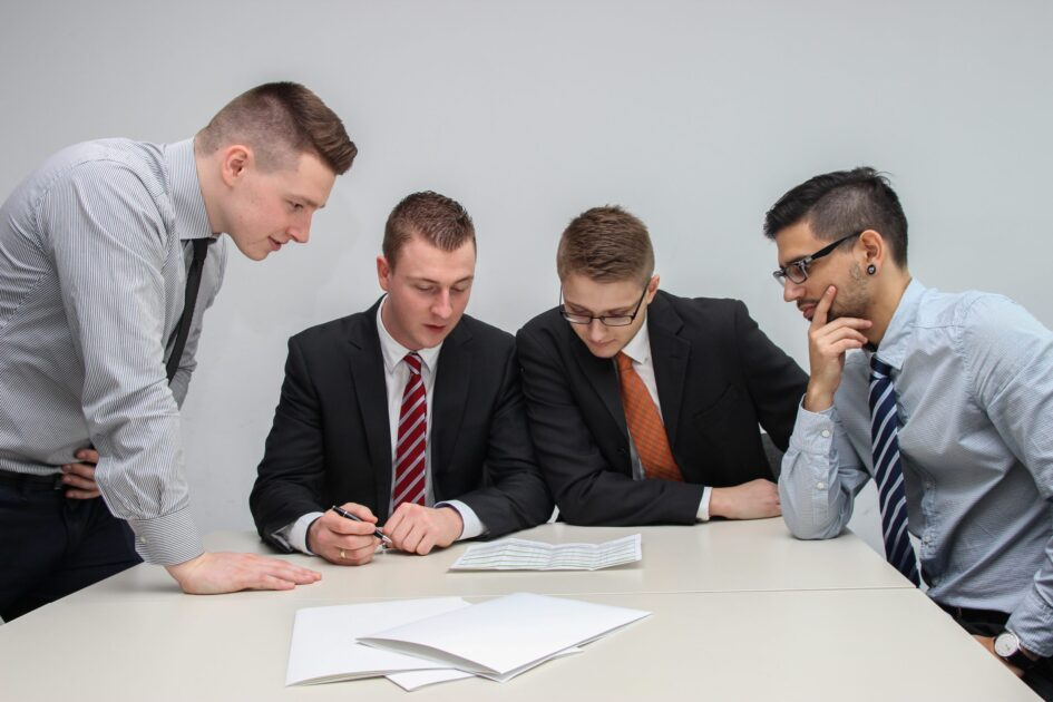 リショップナビの流れ⑥全てのリフォーム業者の見積もりが集まったら、比較して一社に決定する。